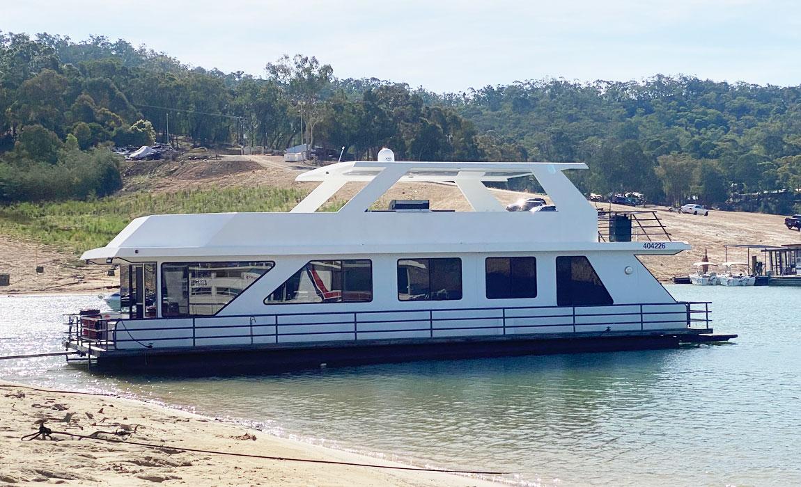deluxe houseboat eildon